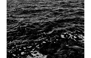 Agathe Toman_SEE #02 photography black and white water galerie anne claire simin château de lantheuil corpus animae exposition exhibition gallery France normandie abstract contemporary contemporain abstrait reversed landscape wave see ocean lights